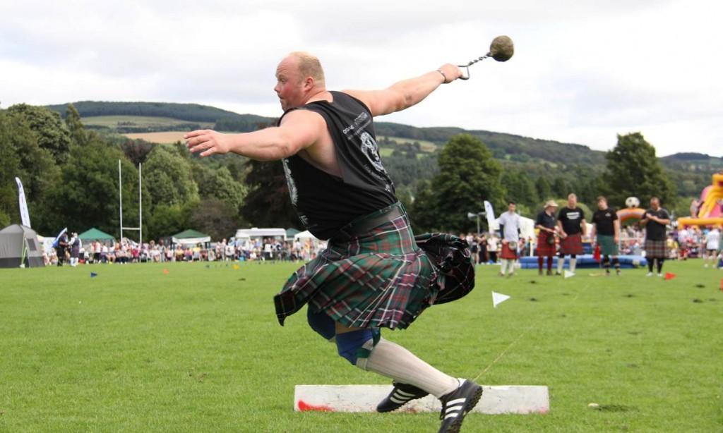 Les Highland games, ou comment vibrer au rythme des hourras dans la froideur des landes écossaises