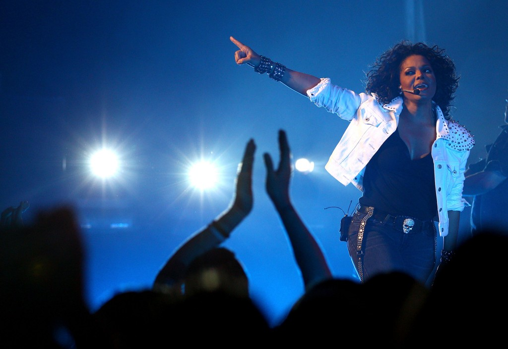 Janet Jackson ft. Nelly – Call on Me