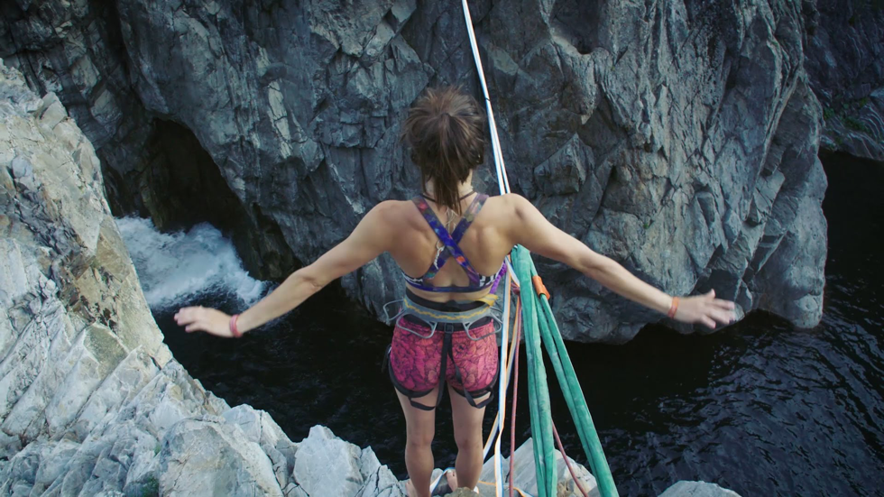 The Slacklining Sisters