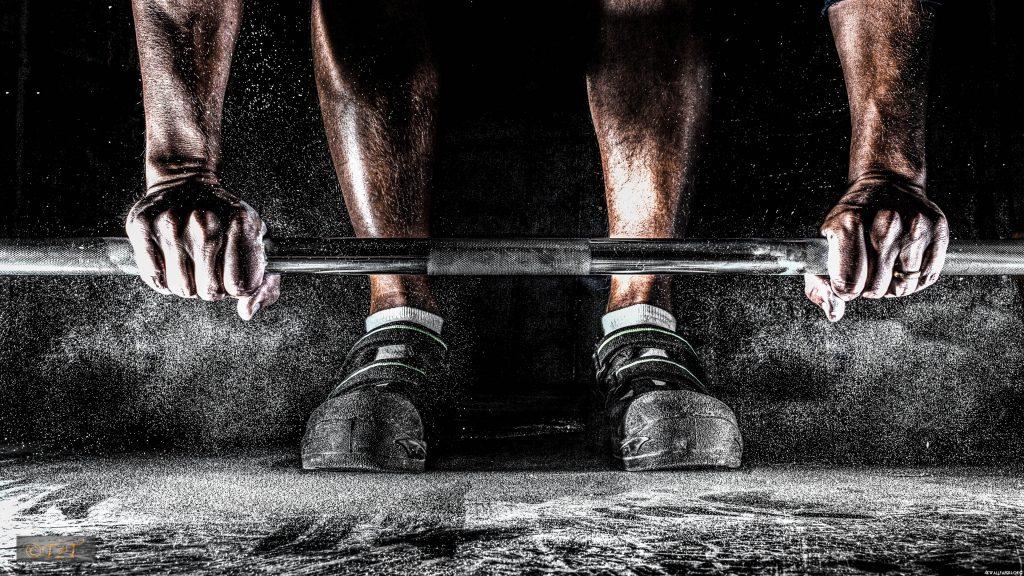 Commencer la muscu avec et sans matériel avec un programme de 4 semaines
