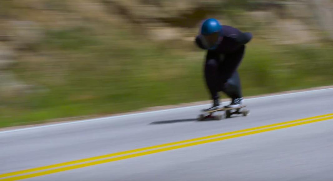kyle-wester-explose-le-record-du-monde-de-vitesse-en-longboard