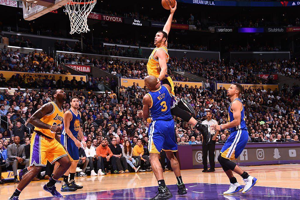 À domicile, les Lakers donnent la leçon aux Warriors
