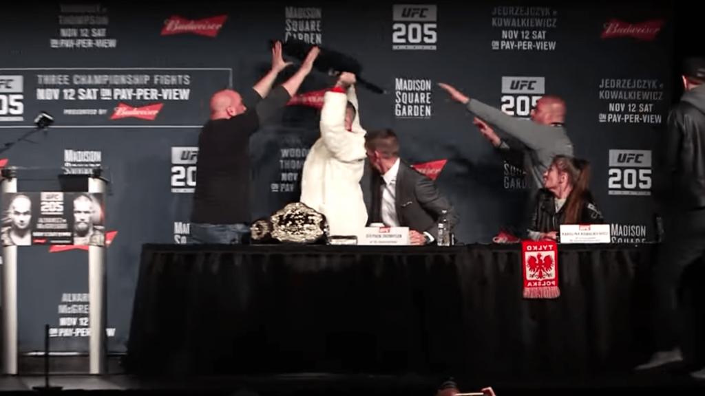 Et l'UFC 205 Pre Fight Conference a basculé dans l'irréel