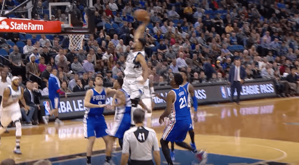Karl Anthony Towns explose Joel Embiid et Timothe Luwawu-Cabarrot