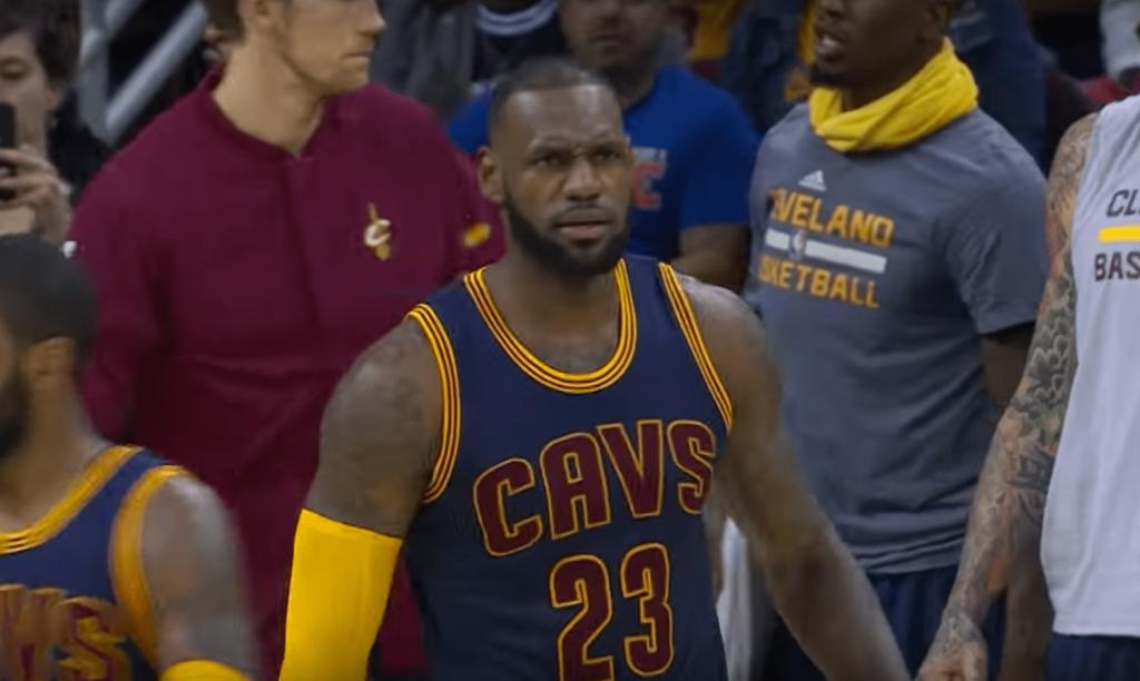 LeBron James ressort le costume de MVP et défonce les Celtics