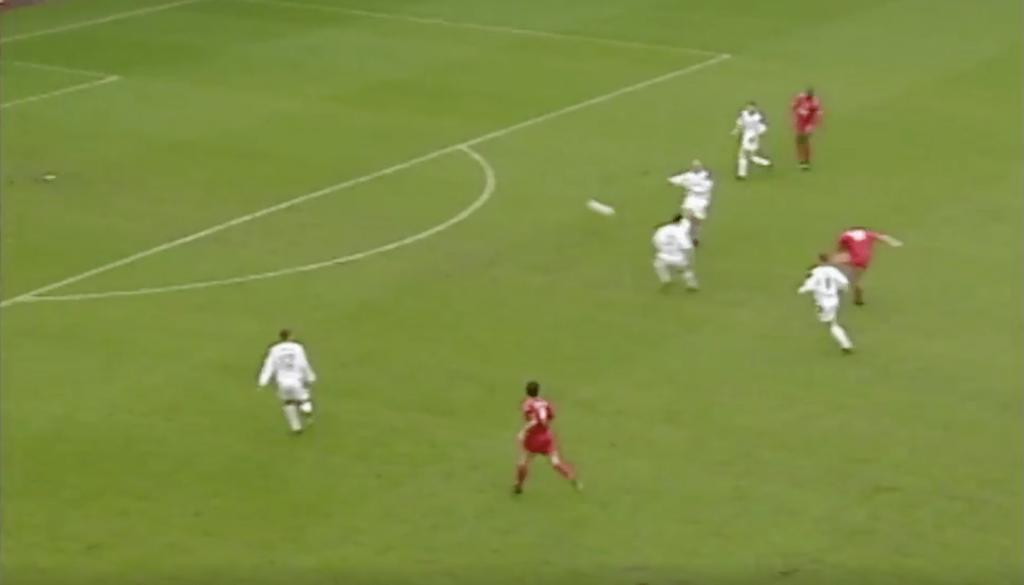 Steven Gerrard contre Manchester United en 2001