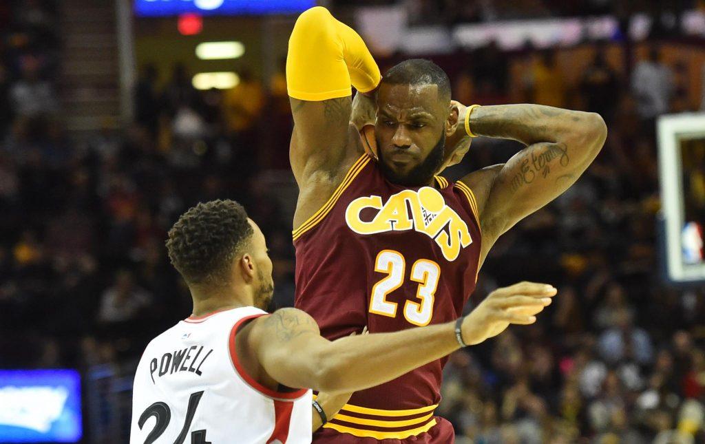 Un monstrueux LeBron James s'offre les Toronto Raptors
