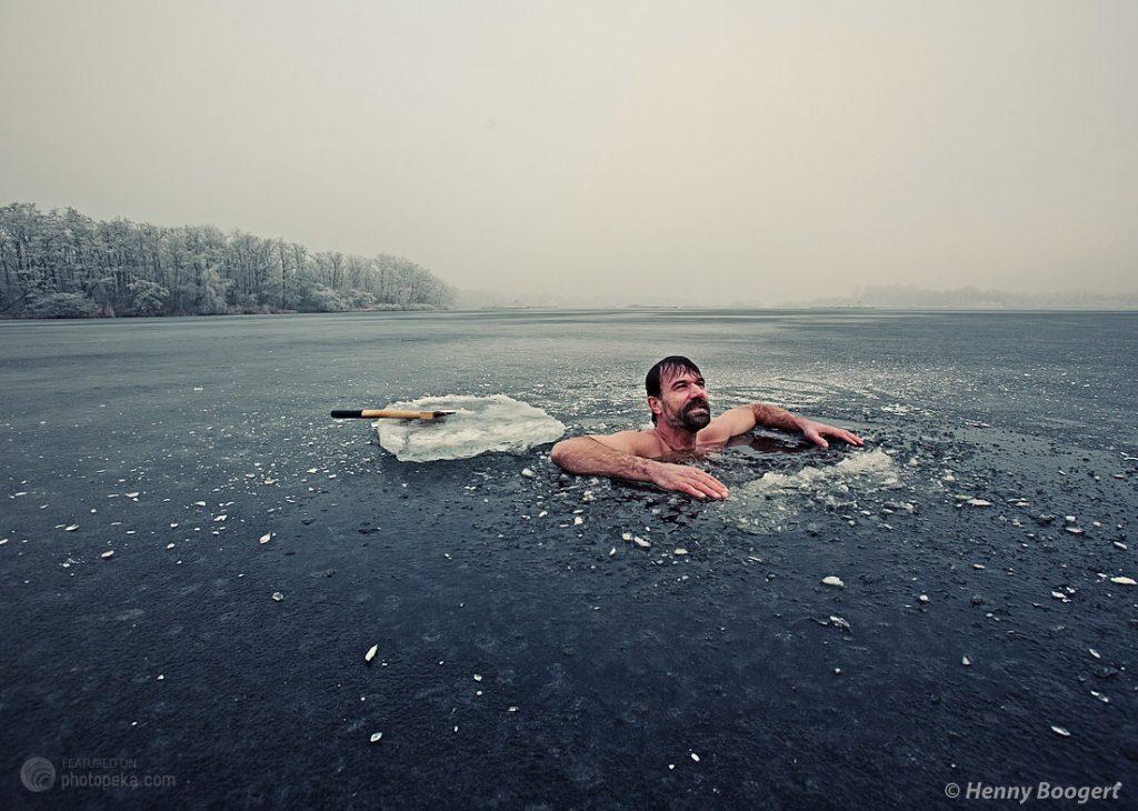 Wim Hof escalade l'Everest en Short et court des marathons sans boire d'eau
