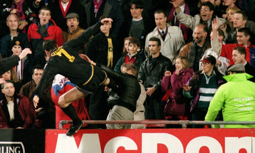 Cantona et son kung-fu kick sur un supporter de Crystal Palace