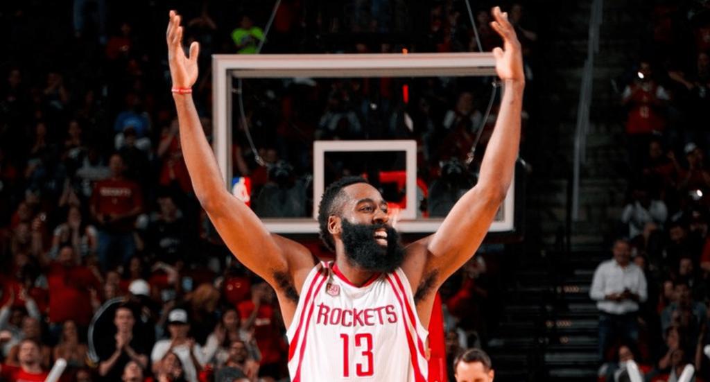 James Harden dans l'histoire des Rockets: triple double et victoire