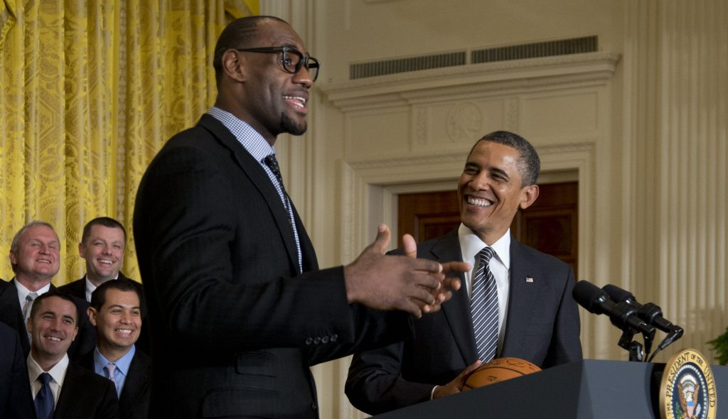 "LeBron James rend un hommage fort à son ""ami"" Barack Obama"