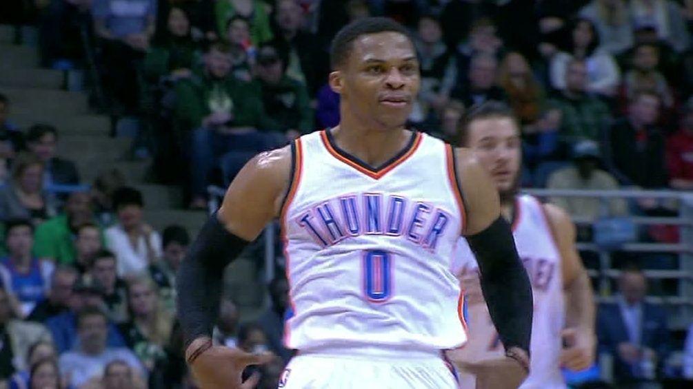 Westbrook trolle les Bucks en faisant une Aaron Rodgers et se fait siffler