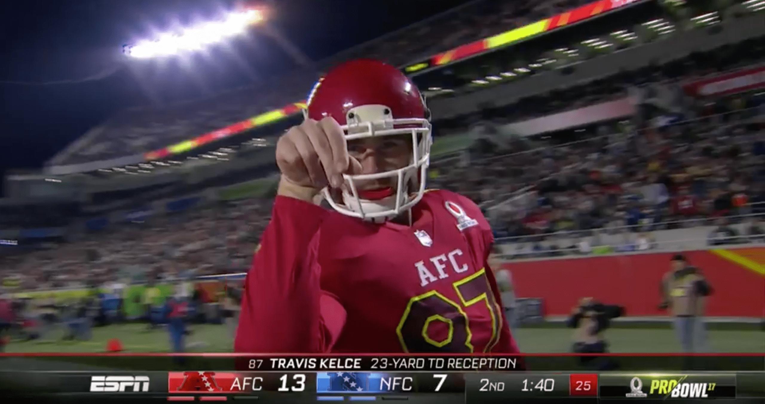 Au Pro Bowl, Travis Kelce célèbre son touchdown en faisant le Salt Bae