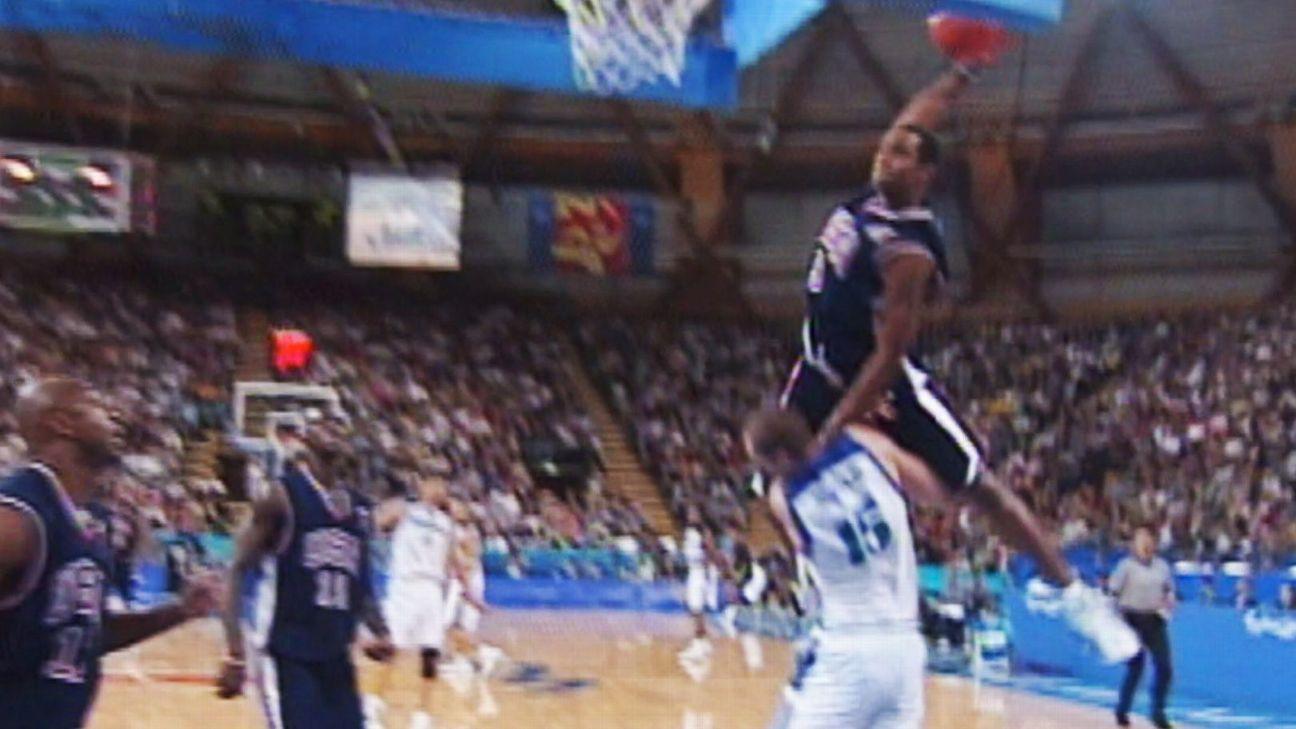Jeux Olympiques 2000 - Le dunk de Vince Carter sur Frédéric Weis