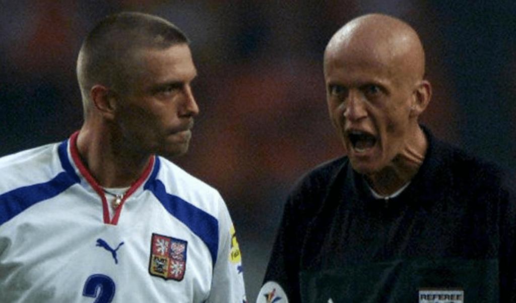 Euro 2004 - Quand Pierluigi Collina a démonté Tomas Repka