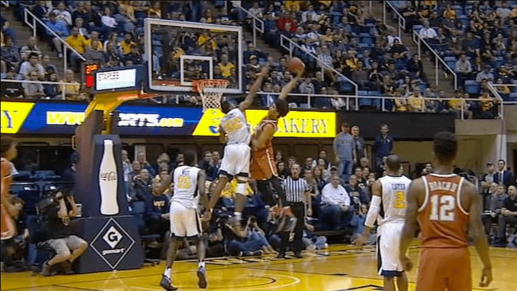 Jarrett Allen envoie déjà l'un des dunks de l'année