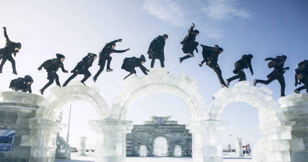 Le freerunner Jason Paul à la cité de Glace de Harbin en Chine