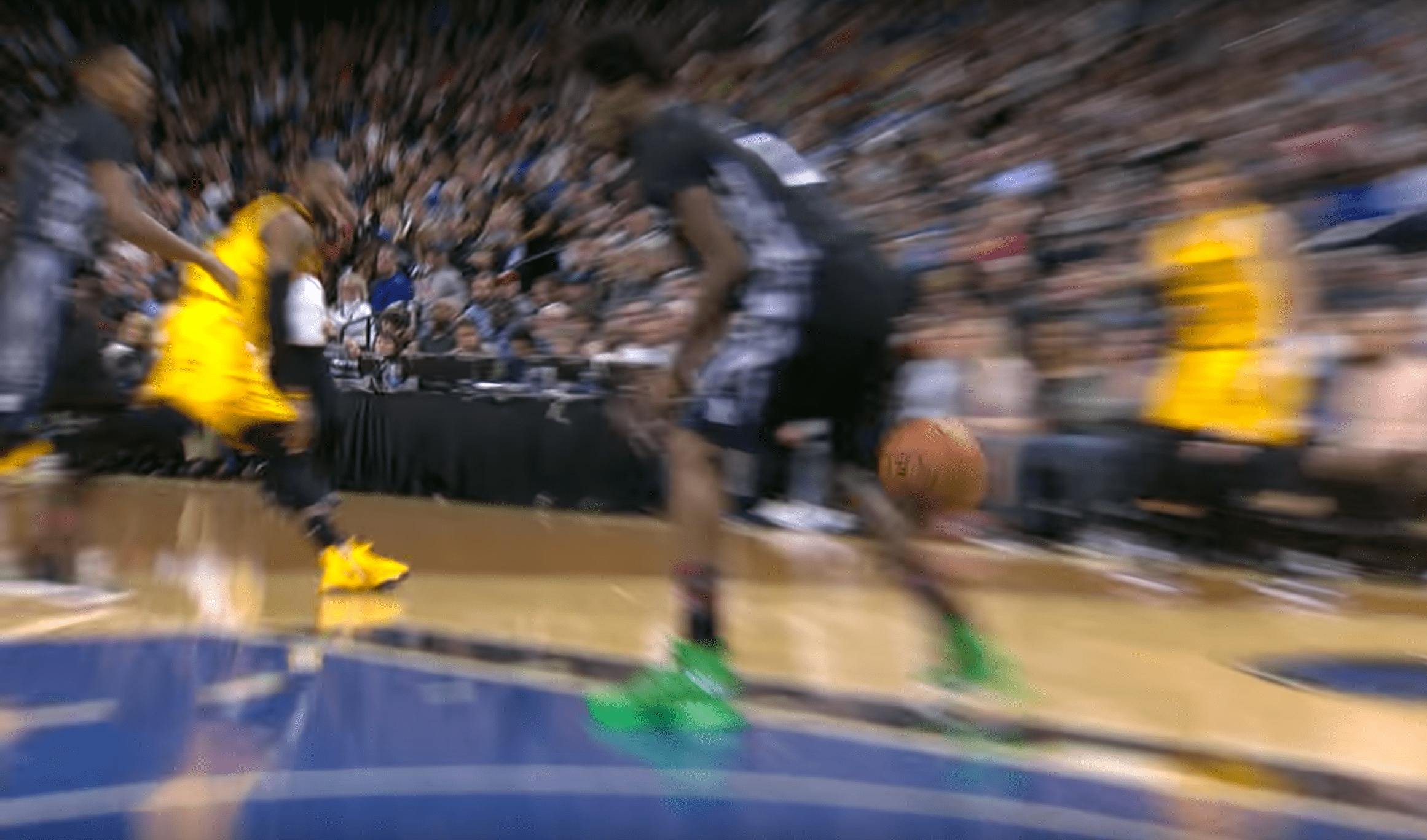 La passe incroyable de LeBron James pour Derrick Williams