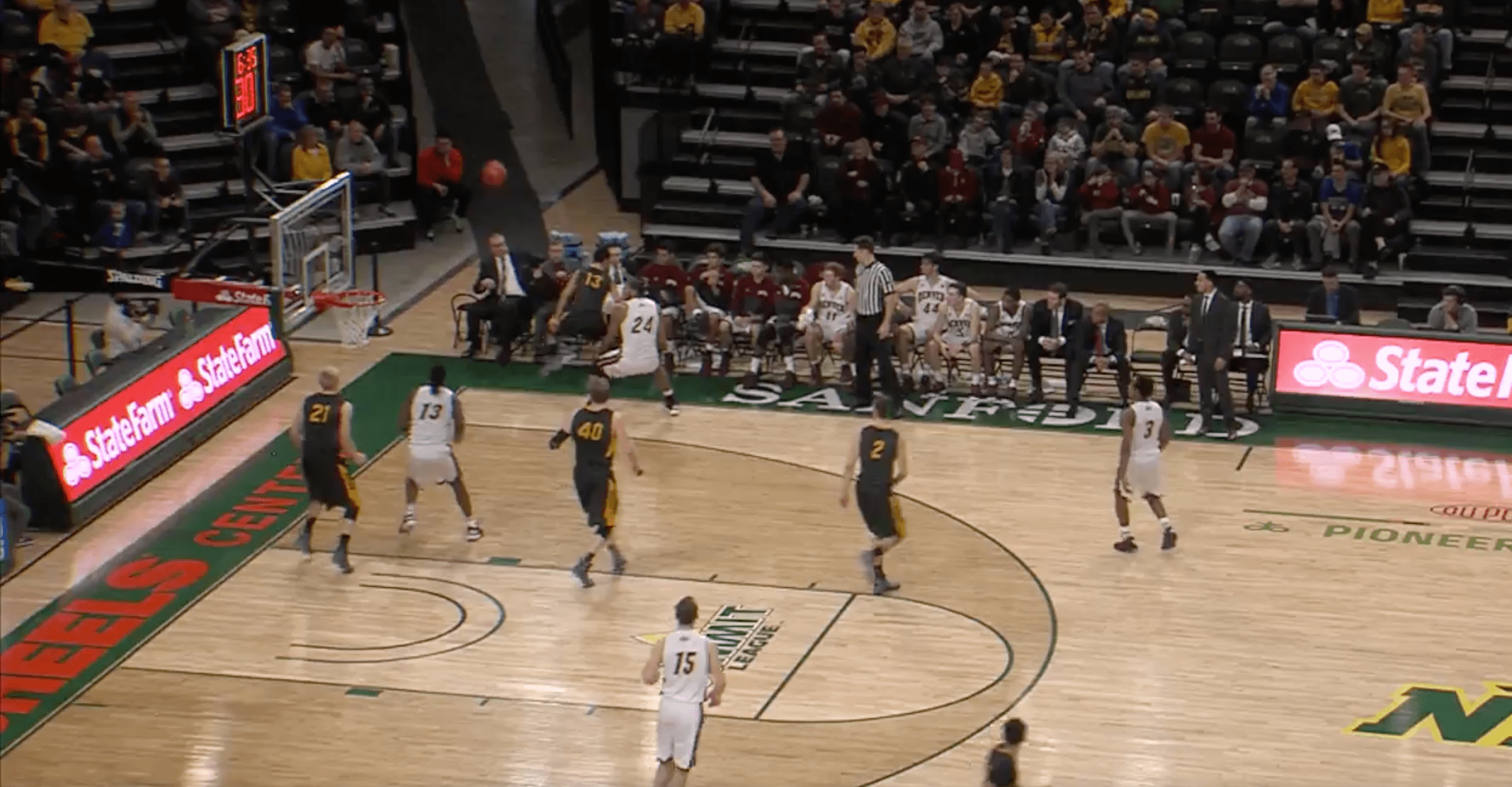 NCAA - Kabellis empêche la balle de sortir…et marque contre son camp