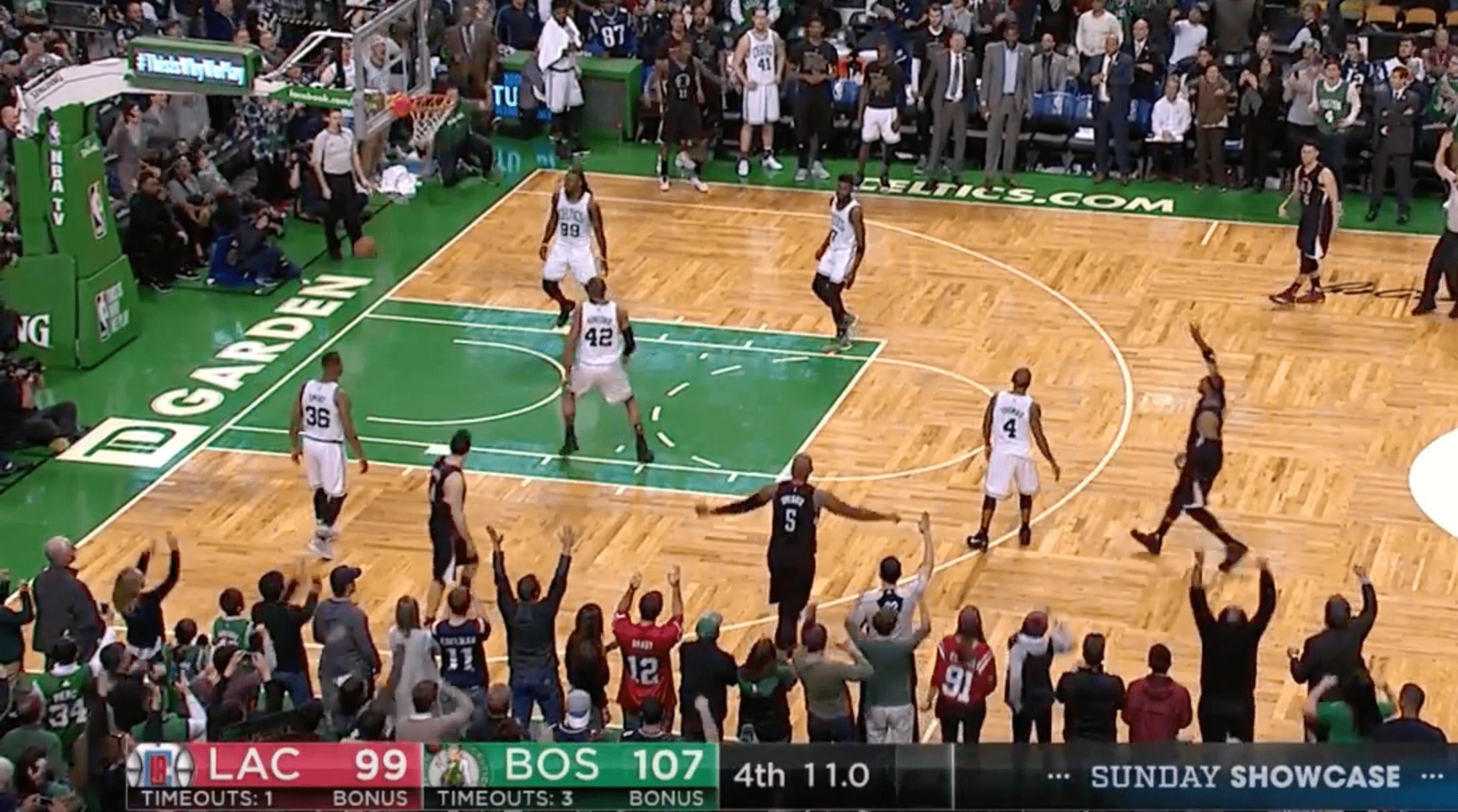 Paul Pierce claque les trois derniers points du match, le TD Garden explose