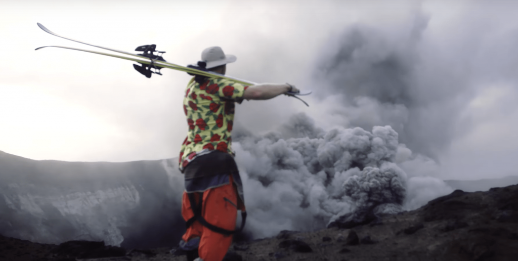 Sliding Fire – Des freeriders descendent un volcan en éruption en snowboard