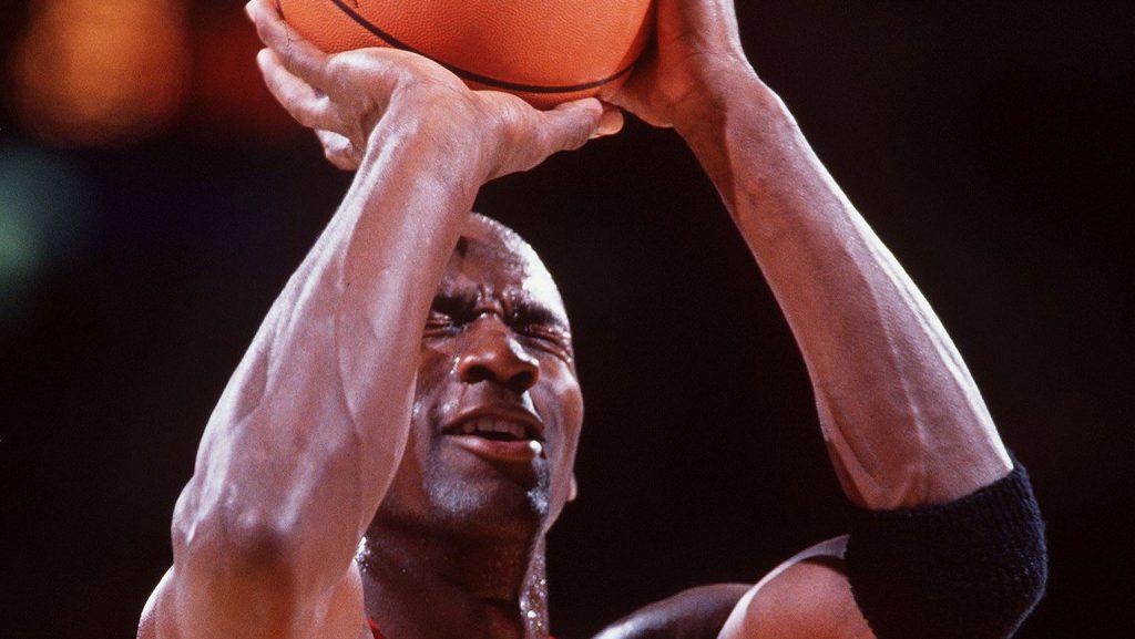 Leçon de trashtalk: Michael Jordan et son lancer franc les yeux fermés