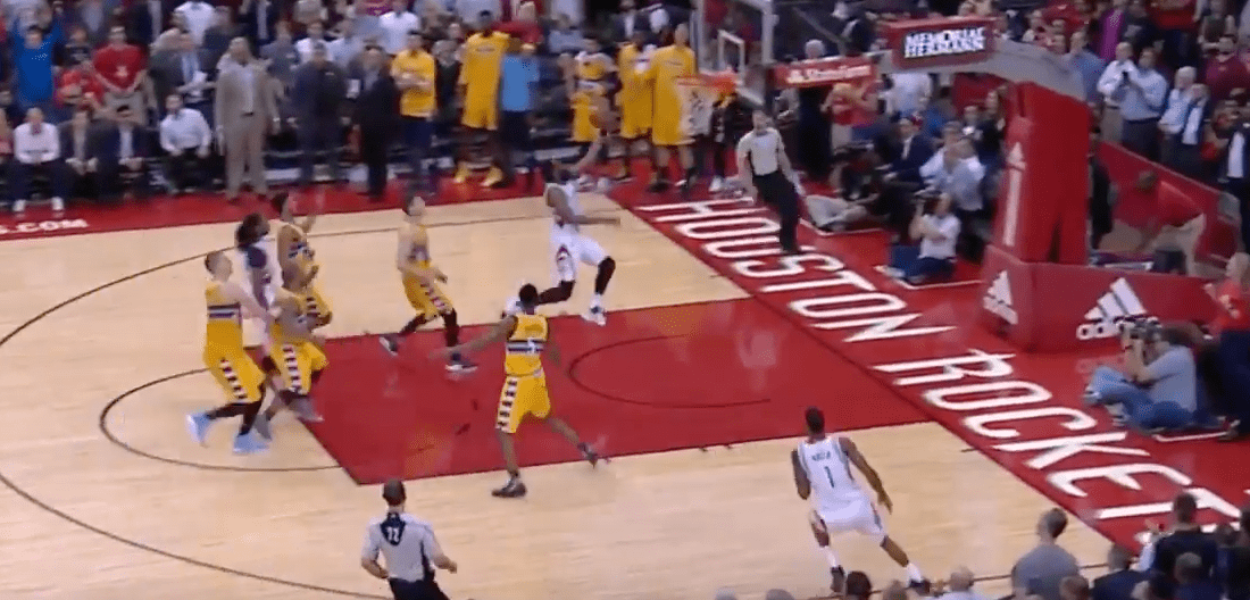 James Harden traverse tout le terrain pour le Game-Winner face aux Nuggets