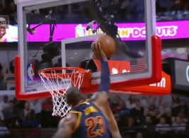 LeBron James fait une LeBlock contre Michael Carter-Williams