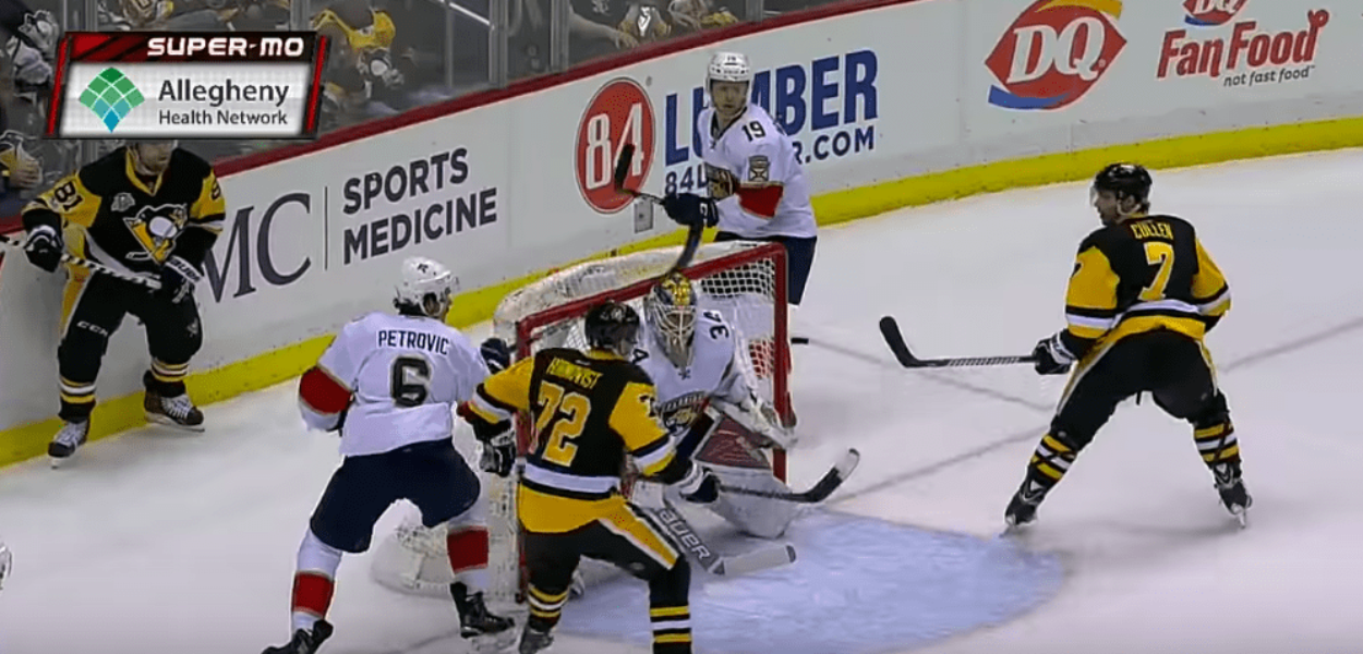 Patric Hornqvist et Phil Kessel réussissent le alley-oop contre les Panthers