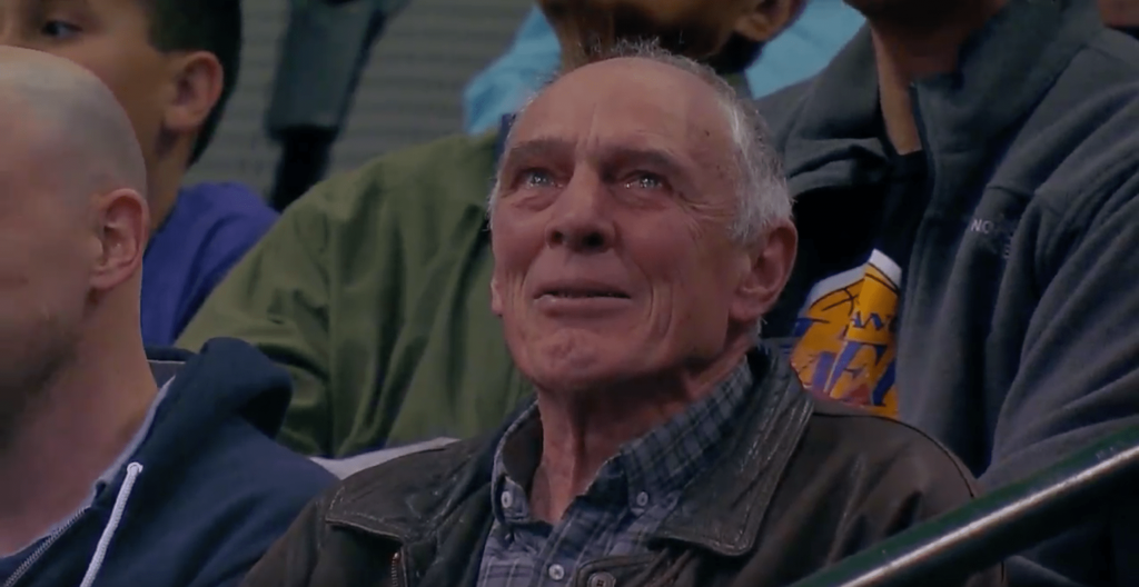 Le mentor de Dirk Nowitzki en larmes après les 30 000 points de son poulain