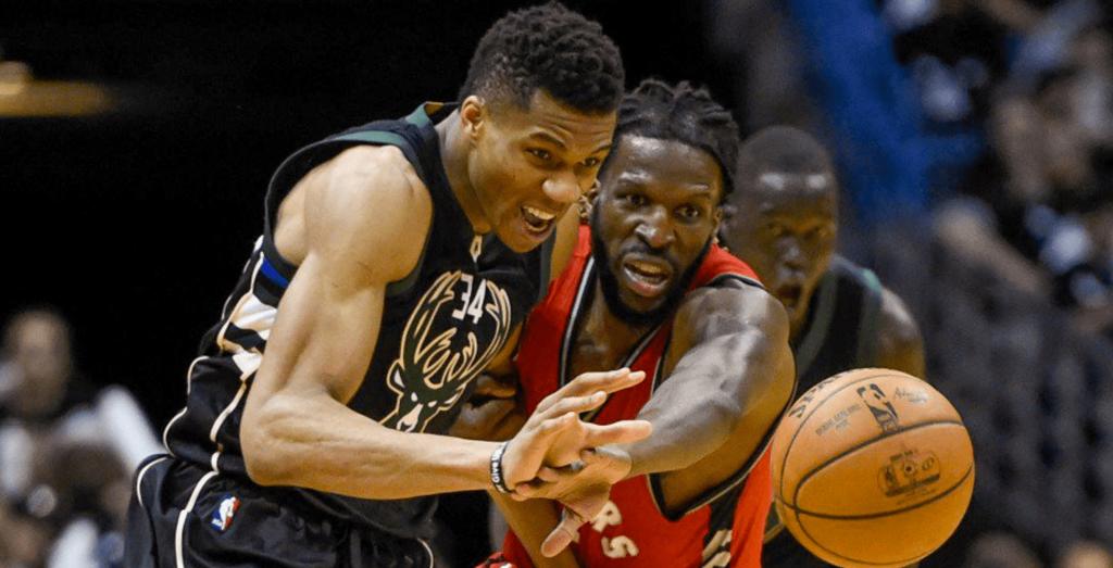 Les Bucks font de la bouillie de Raptors