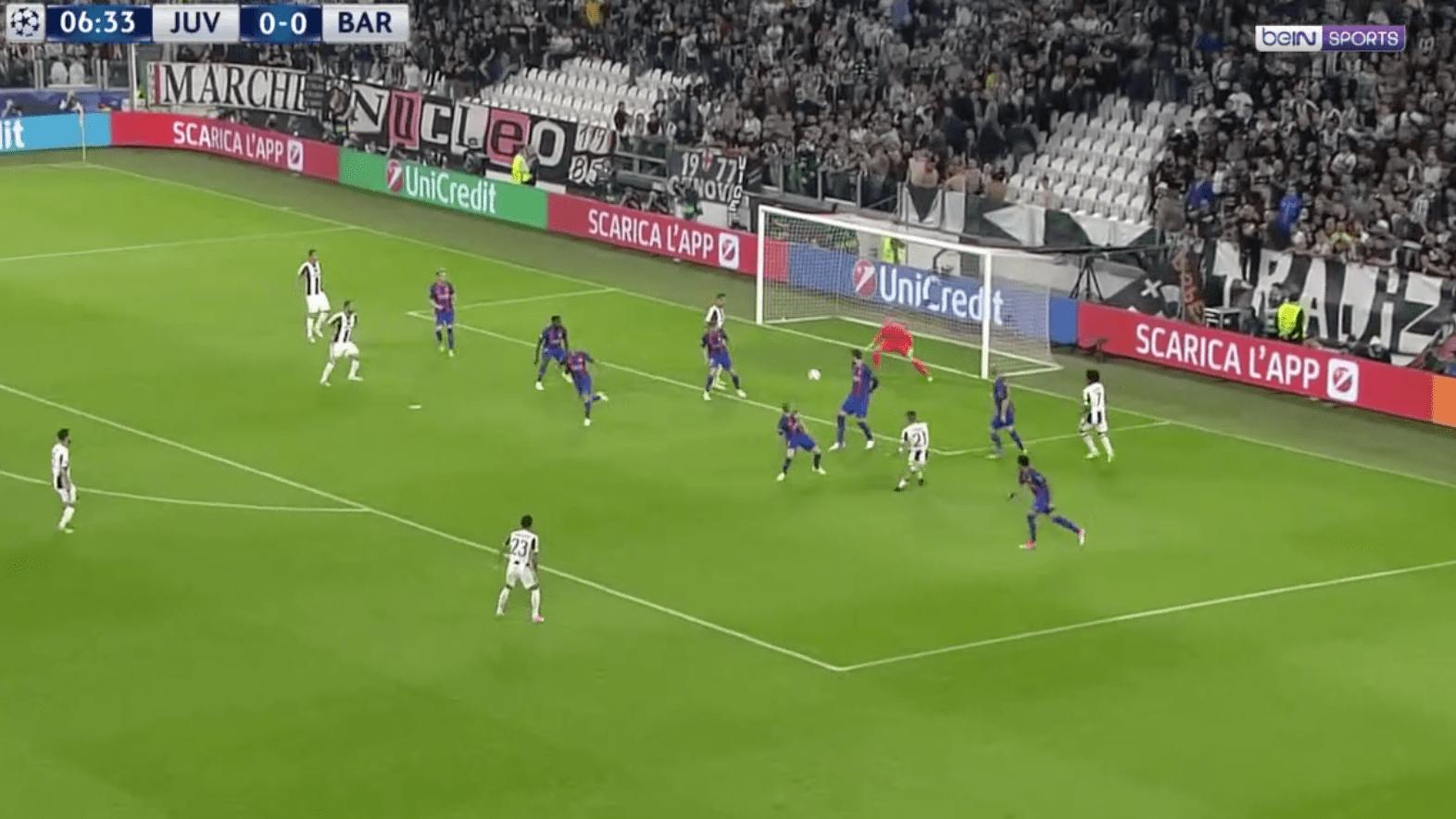 Dybala ouvre le score pour la Juventus contre le Barça