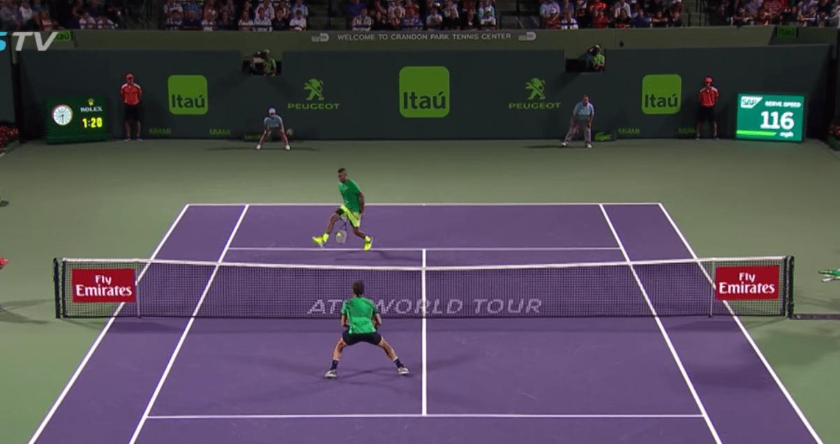 Nick Kyrgios a refait le coup entre les jambes contre Roger Federer