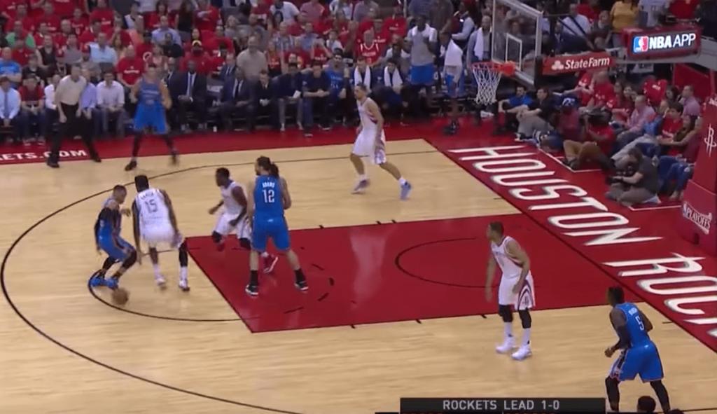 La très grosse action de Russell Westbrook contre toute la défense des Rockets