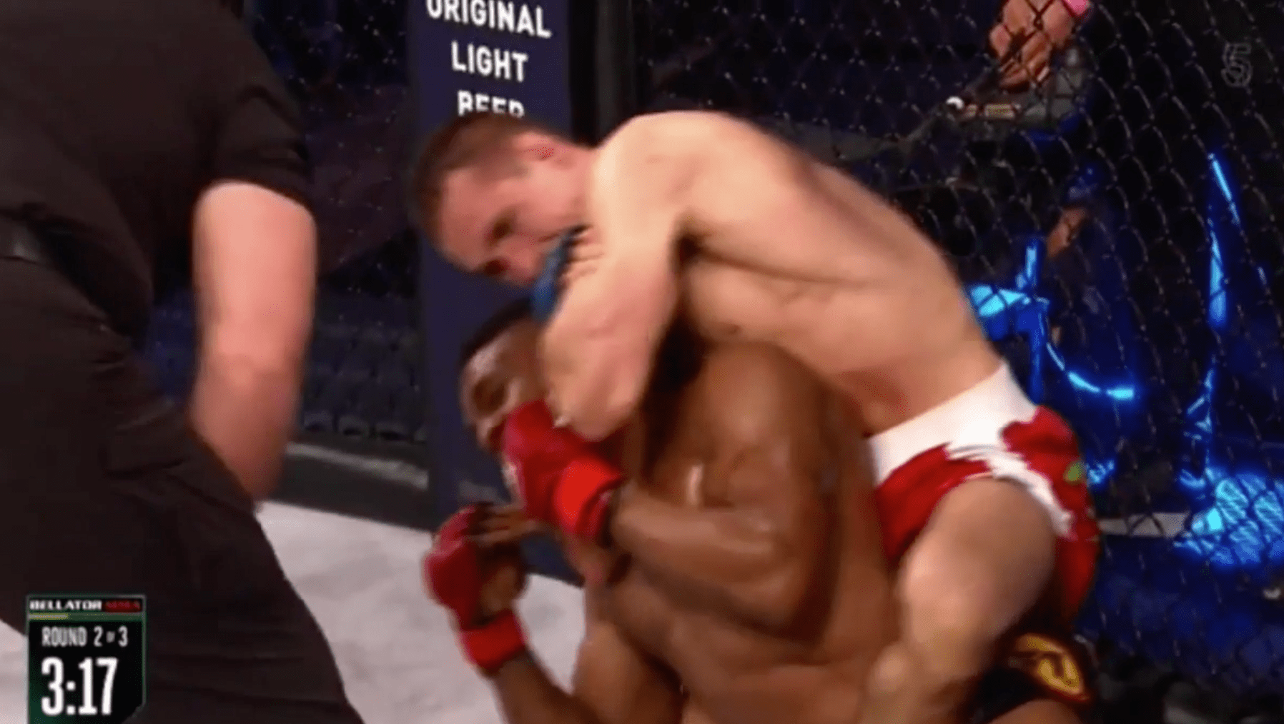 Rory MacDonald termine tranquillement Paul Daley par étranglement