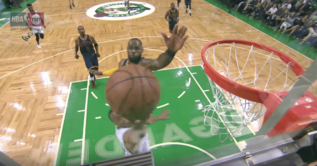 chase-down Block de LeBron James contre les Celtics