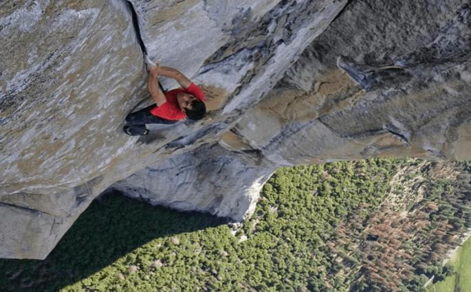 Alex Honnold devient le premier à escalader El Capitan en solo intégral
