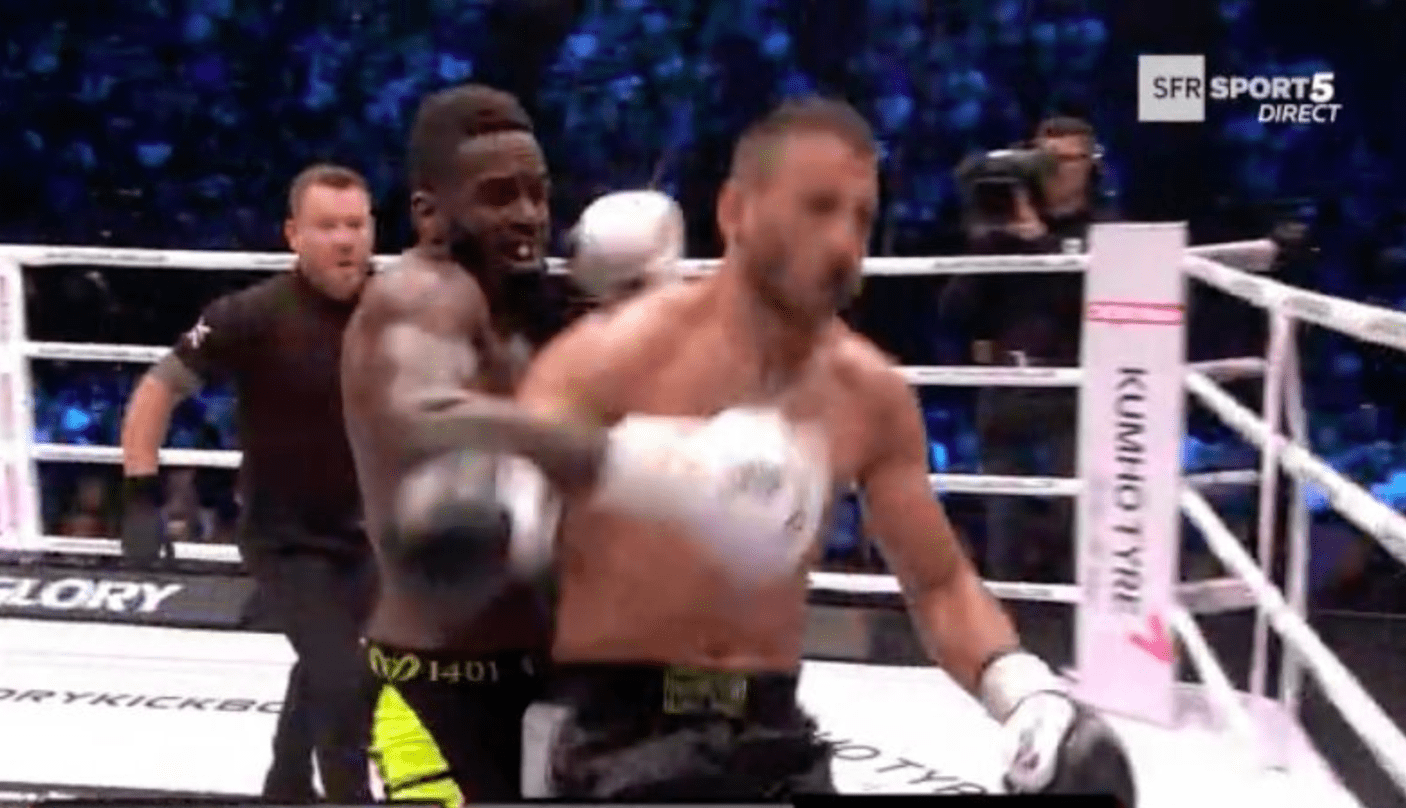 Murthel Groenhart met son adversaire KO puis se fait attaquer par un fan