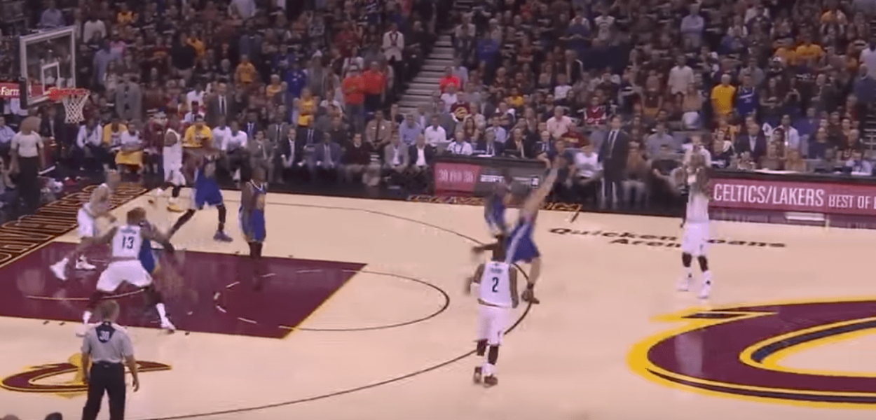 Le trois points très lointain de JR Smith au buzzer