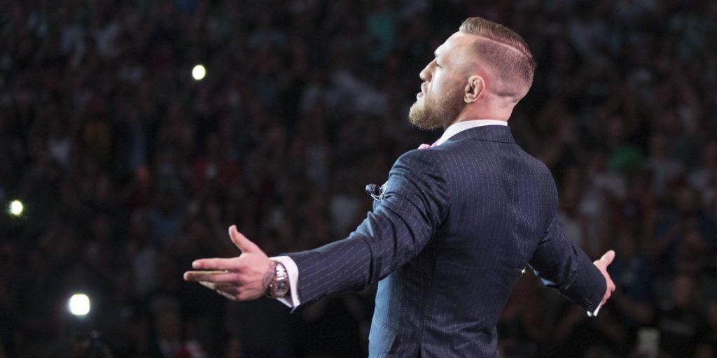 Le micro de Conor McGregor coupé pendant la Conférence de Presse, il répond