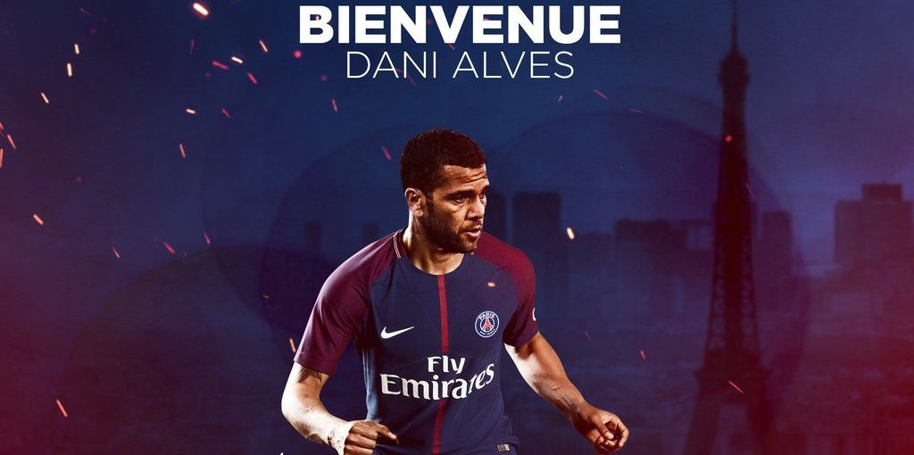 Dani Alves signe au Paris St-Germain