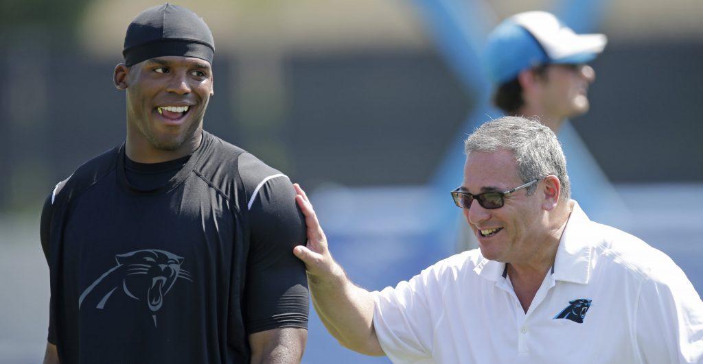 Le Carolina Panthers virent leur GM Dave Gettleman, qui se fait allumer sur Twitter