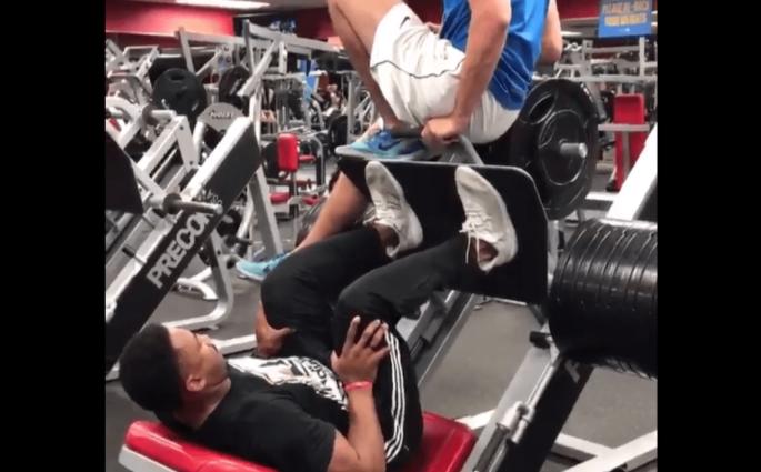 Leg-Press à 650kg - Le pied de Myles Garrett va beaucoup mieux