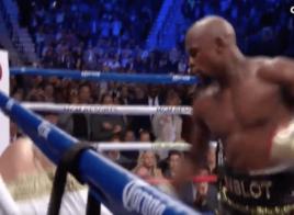 Floyd Mayweather s'impose par TKO contre Conor McGregor