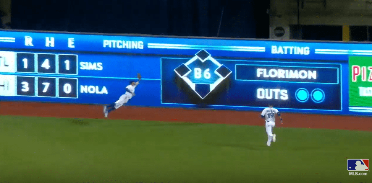 L'incroyable catch de Kevin Pillar face aux Boston Red Sox