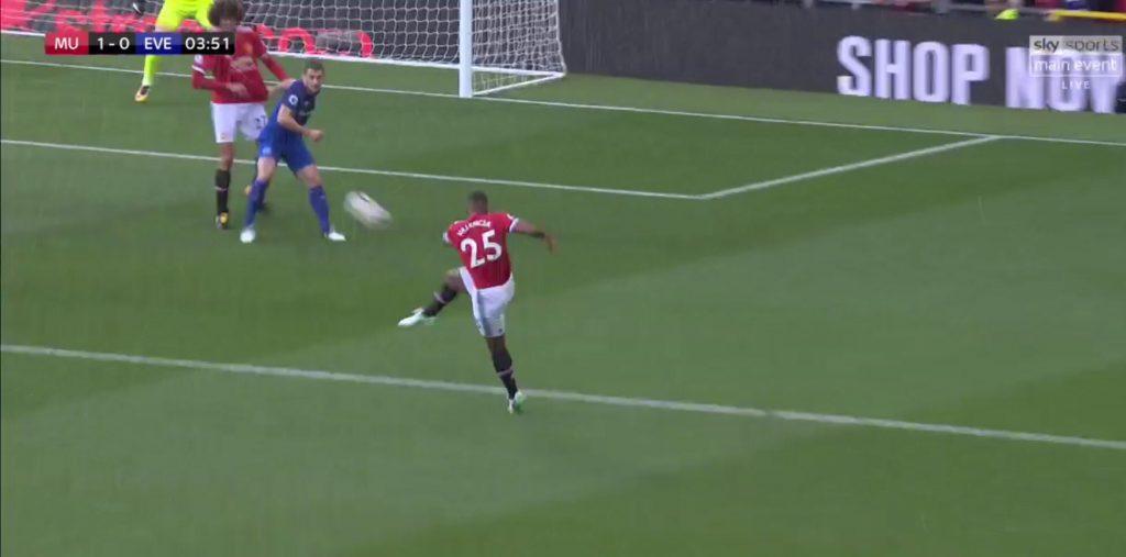 Antonio Valencia a ouvert le score sur une merveille pour Manchester
