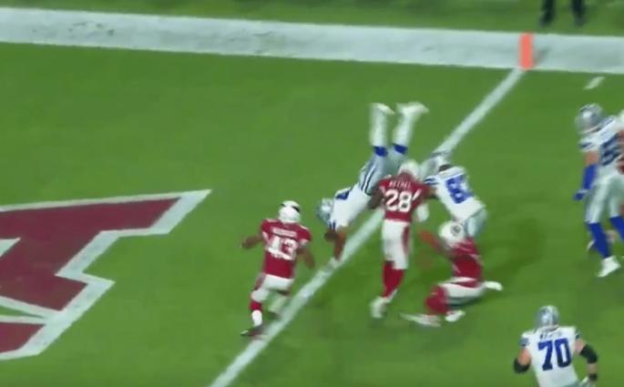 Dak Prescott s'envole pour son touchdown contre les Cardinals !