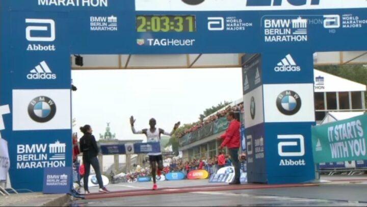 Eliud Kipchoge s'impose au Marathon de Berlin, proche du record du monde