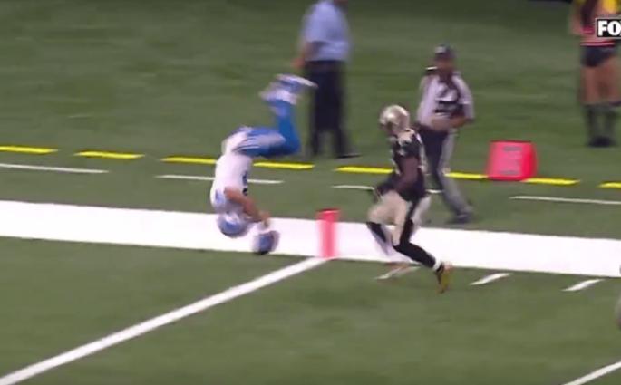 Golden Tate ridiculise la défense des Saints et fait un salto pour son touchdown