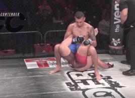 Jonno Mears s'impose avec le premier Boston Crab de l'histoire du MMA